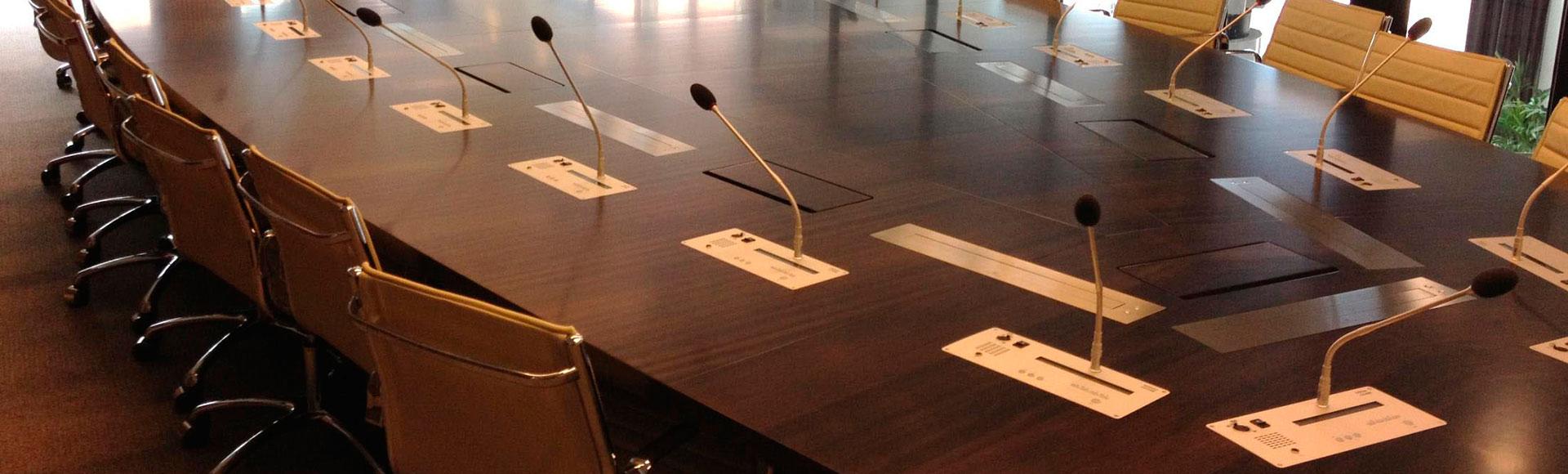 سیستم های کنفرانس و ترجمه همزمان
